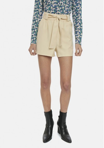 Beige shorts with pockets...