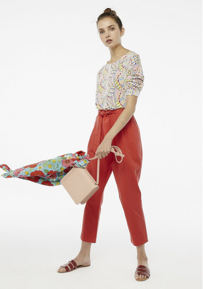 Red peg trousers with self belt -  Compañía Fantástica
