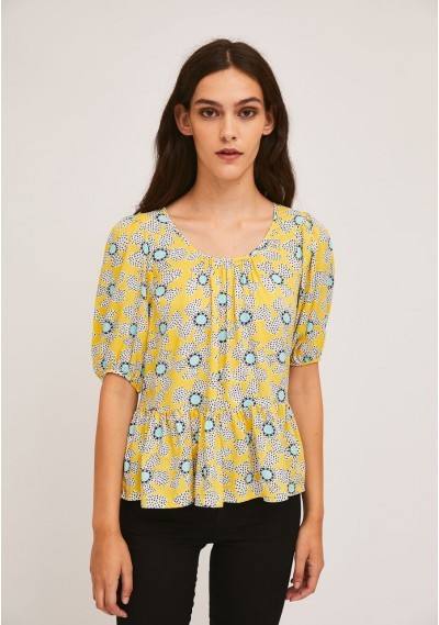 Puff-sleeve top with wild...