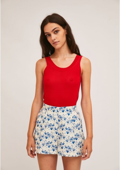 Pleated shorts with hen print