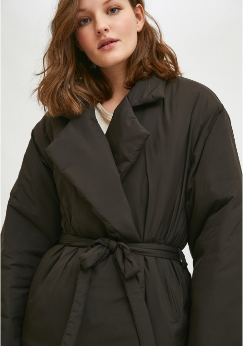 Black cropped padded coat with lapel collar and belt - Compañía Fantástica