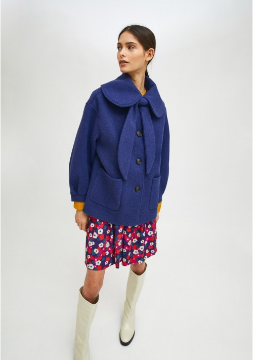 Blue cropped coat with large collar and bow - Compañía Fantástica