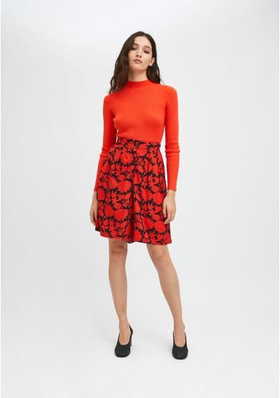 Red and black floral print wide-leg Bermuda shorts with darts -  Compañía Fantástica
