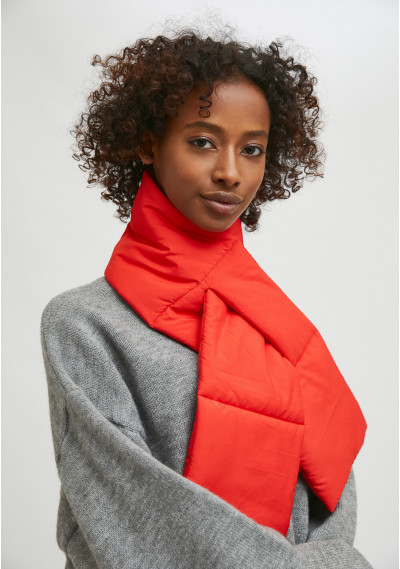 Red padded scarf with loop...