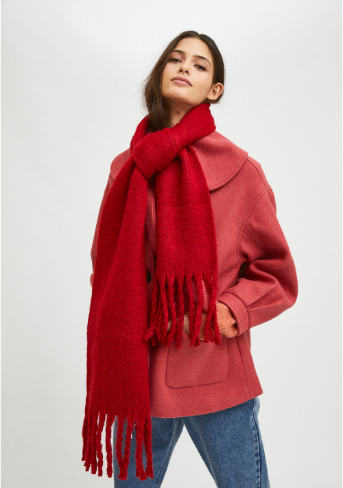 Red soft knitted scarf with fringe detail - Compañía Fantástica