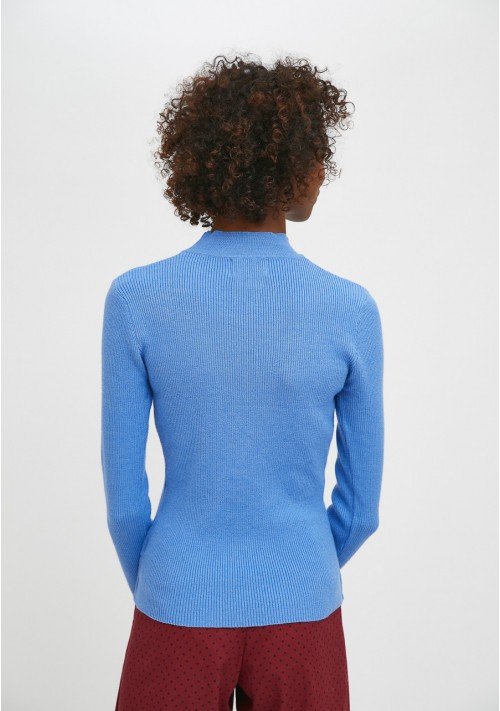 Blue fitted ribbed knit jumper with high neck - Compañía Fantástica