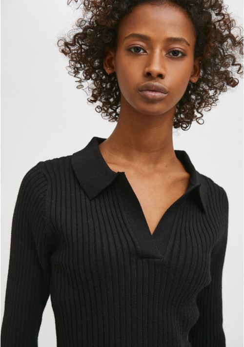 Black fitted ribbed knit jumper with polo neck - Compañía Fantástica
