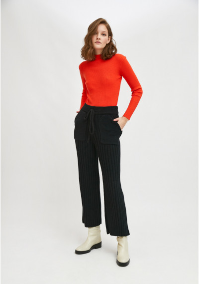Black ribbed knit high-waisted trousers with front pockets -  Compañía Fantástica