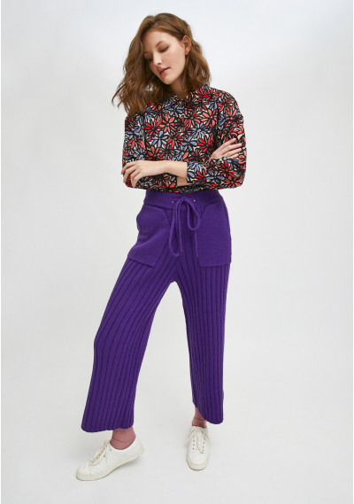 Violet ribbed knit high-waisted trousers with front pockets -  Compañía Fantástica