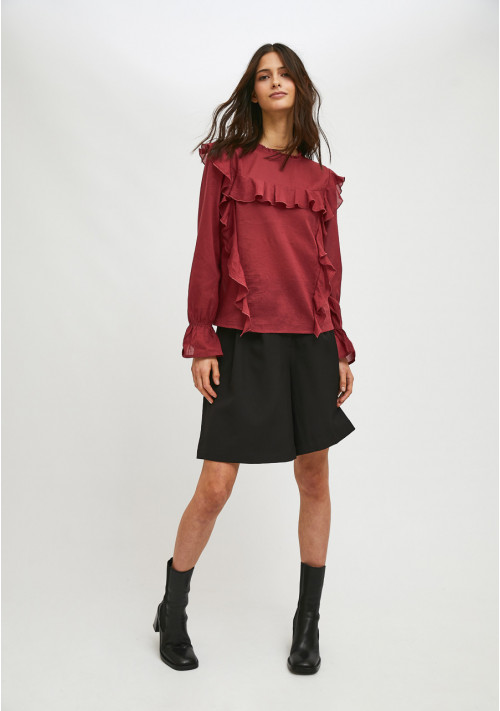 Burgundy top with puff sleeves and ruffle detail - Compañía Fantástica