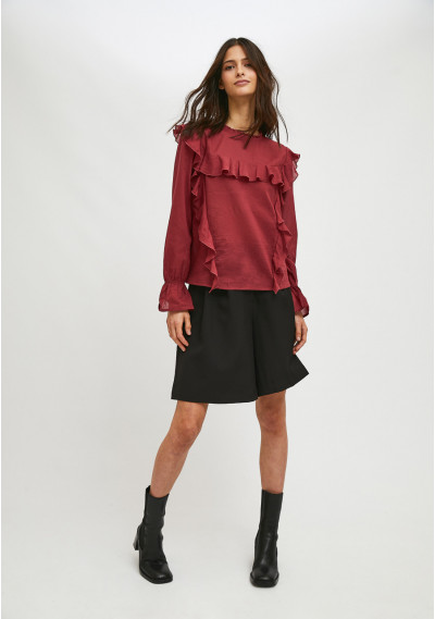 Burgundy top with puff...