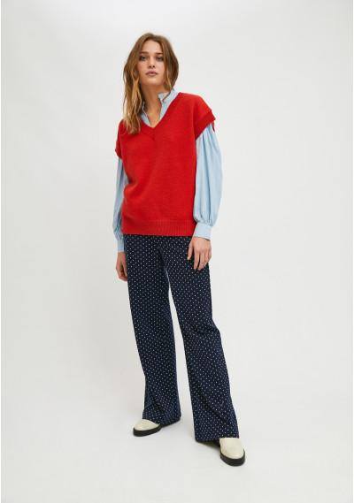 Knit v-neck vest with rib trim in red -  Compañía Fantástica