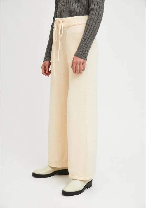 White ribbed knit high-waisted straight-cut trousers with pockets - Compañía Fantástica