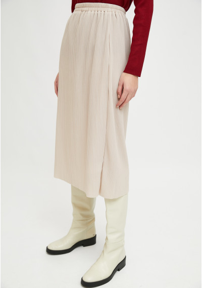 White pleated straight-cut...