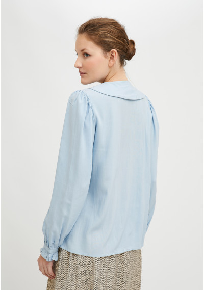 Blue shirt in lightweight fabric with bib collar and double buttons -  Compañía Fantástica